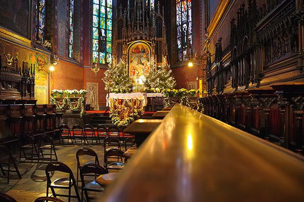 cathedral-interior-at-christmas